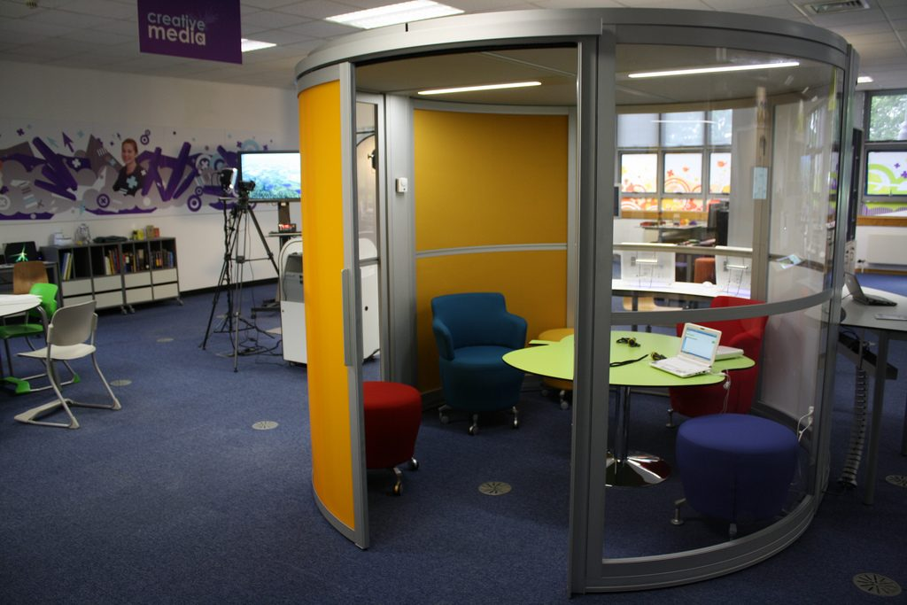 office privacy pods. how privacy pods can help you concentrate office